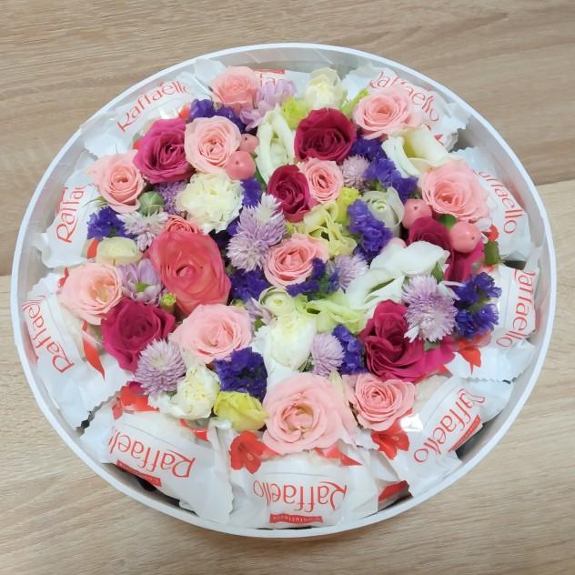Коробка с цветами и Rafaello