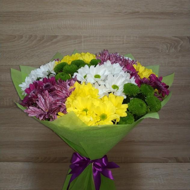 Большой букет разноцветных хризантем
