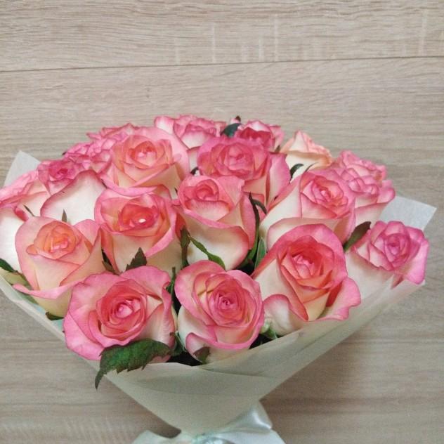 Букет розовых роз 25шт
